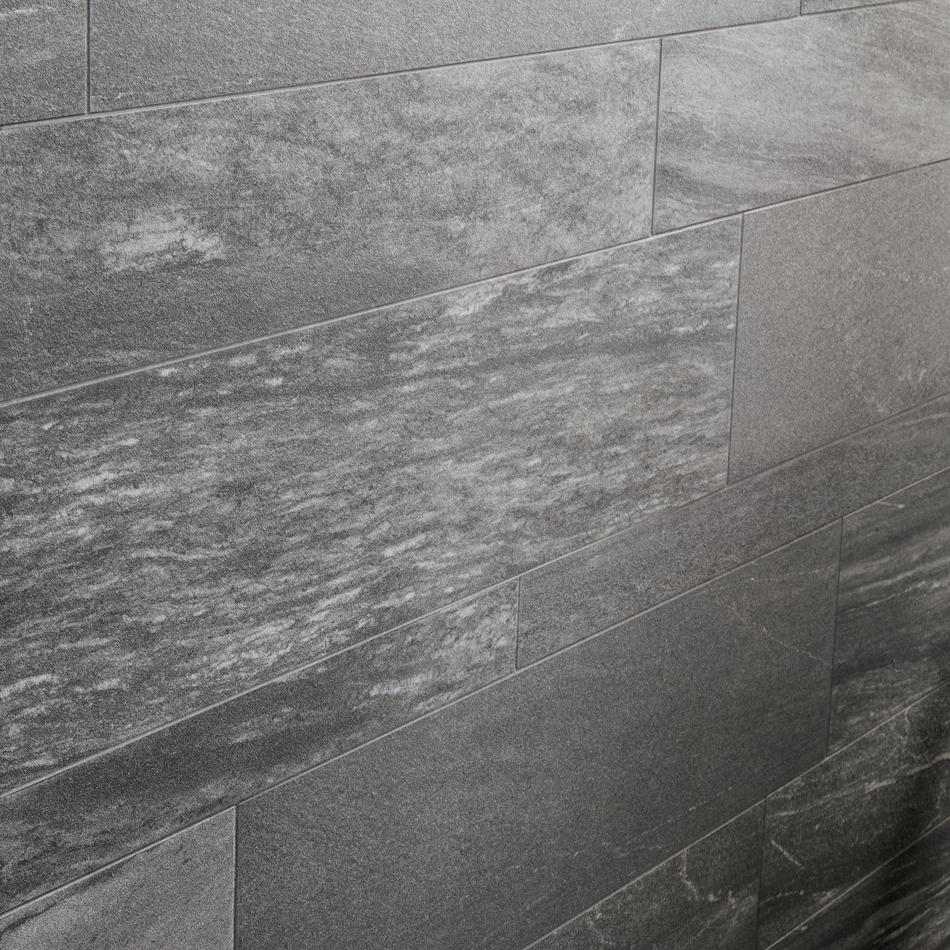 Carrelage gris pietra valmalenco antracite 2cm astro habitat for Carrelage suisse