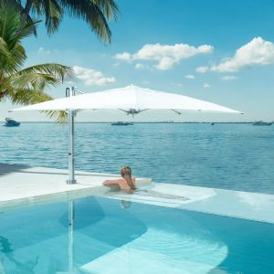 Parasol-Bay-Master-BM-Swim-Under-Cantilever-01